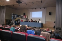 Alumnos exponen su proyecto.
